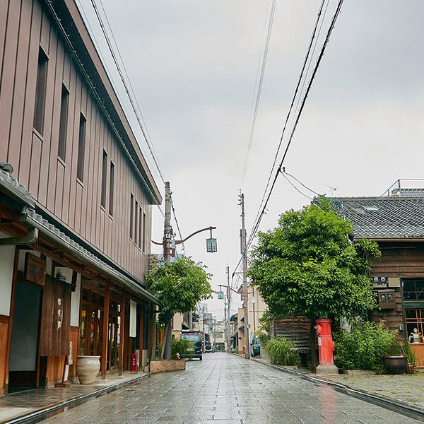 石畳が続く浄福寺通