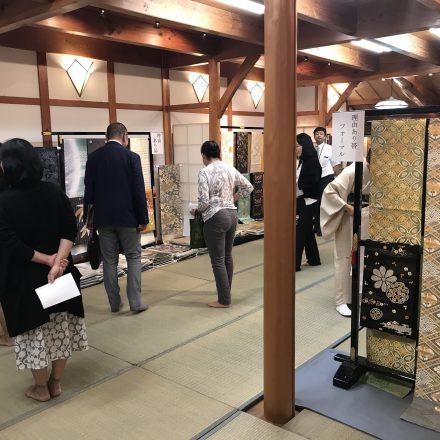京都西陣・渡文の職人が説明する直販会