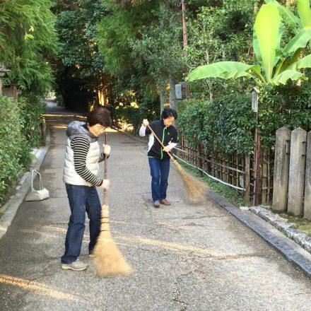 かどはき・京都の門掃き・朝の京都の風景をご紹介