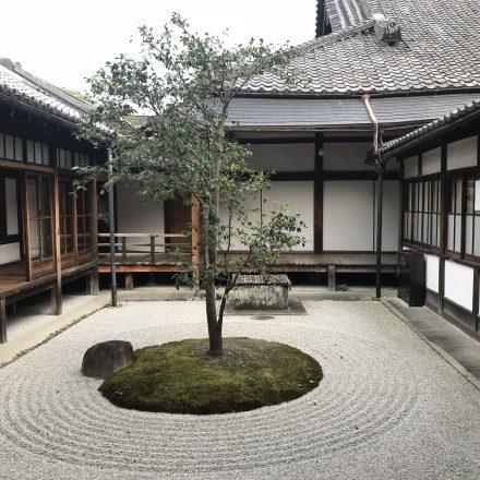 建仁寺の庭・ちょうおんてい潮音庭と〇△☐の庭の石の不思議