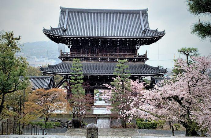 金戒光明寺の見どころは山門と新選組も利用した境内