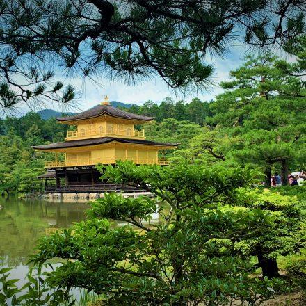 金閣寺の正式名称と建立した人物の歴史