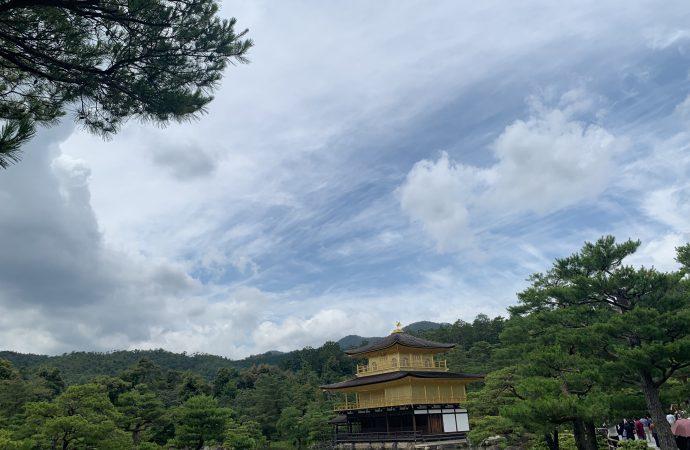 金閣寺の歴史と金箔が貼られている理由について