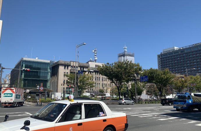 御池通りと京都市役所